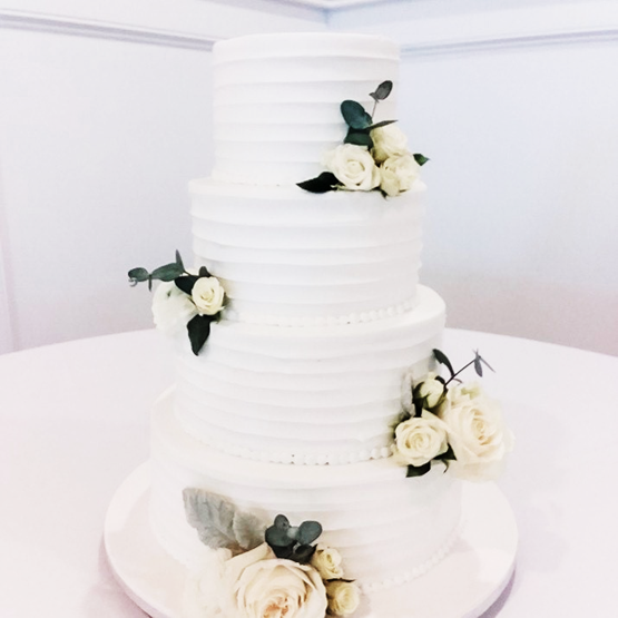 2020 wedding cake trends deckle edged cake
